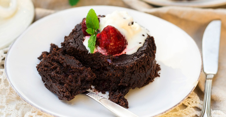 6 easy crockpot meals chocolate cake